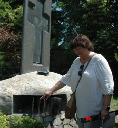 Emlékmű az elúzöttek névsorával - Gedenkmal mit der Namensliste der Vertriebenen