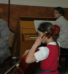 egyéni produkció zongorakísérettel